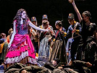 """Christina Bock gab in der Verdi-Premiere """"Die Macht des Schicksals"""" an der Semperoper ihr Rollendebüt als Wahrsagerin Preziosilla. Foto: Jochen Quast"""