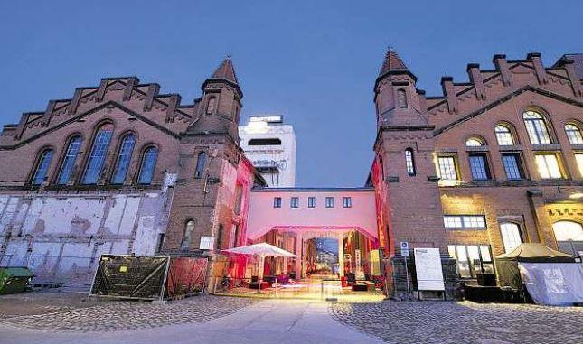 Der Charme der historischen Industriearchitektur wird sommers gern ins rechte Licht gerückt. Foto: Sebastian Kahnert