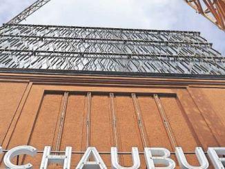 Auch schon ein Hingucker während der Bauphase: die neue Fassade der Schauburg. Foto: Thessa Wolf