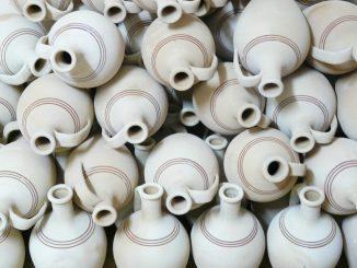 Die Hauptstraße wird zum Sammelpunkt für Fans von Keramik. Foto: Pixabay