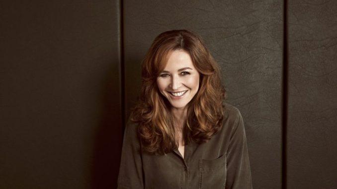 Katrin Bauerfeind ist nicht nur als Moderatorin und Schauspielerin erfolgreich, sondern auch als Autorin und Spaßvogel!