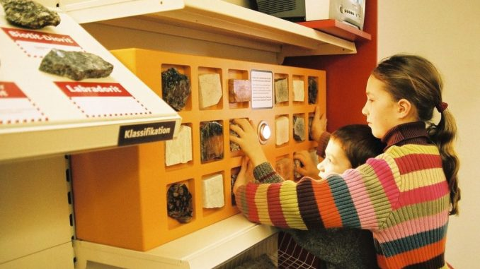 Mitmachen, Anfassen und Entdecken wird groß geschrieben, u.a. in der Themenwelt Steine, im Baumarkt der Gesteine, Museum der Westlausitz Kamenz (Foto: M. Knoch)