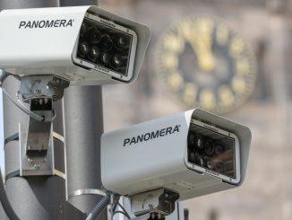 Überwachungskameras vor dem Rathaus in Chemnitz. (Foto: Jan Woitas/Archiv)