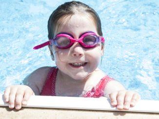 Ein Viertel der Grundschulen in Deutschland habe keinen Zugang zu einem Schwimmbad, wodurch auch immer weniger Schüler schwimmen können. (Foto: pixabay)