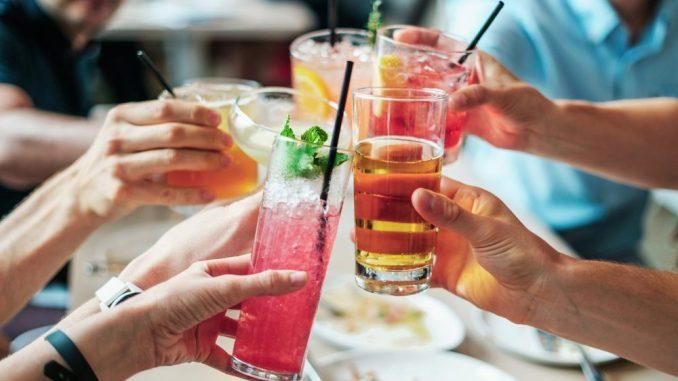Alltagsdrogen wie Alkohol und Nikotin stehen im Fokus. Foto: Pixabay