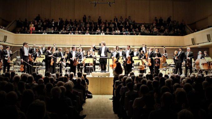 Prague Royal Philharmonic unter der Leitung von Dirigent Heiko Mathias Förster.