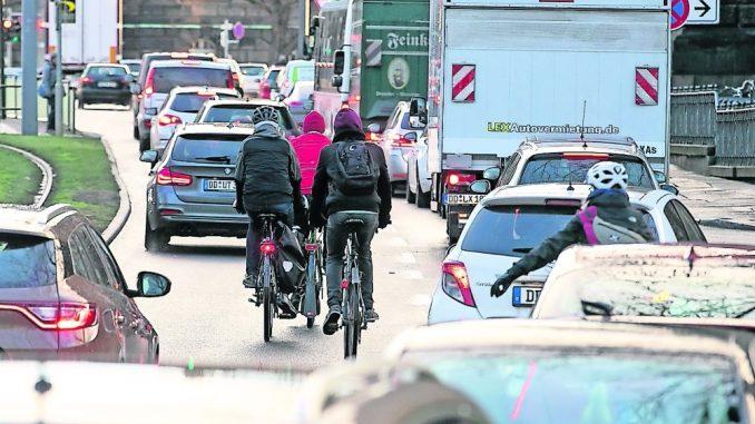 Auf der Großen Meißner Straße kommen sich Radfahrer und Autos ins Gehege.