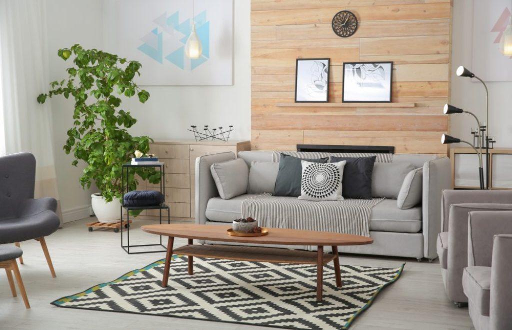 Eine angenehm platzierte Zimmerpflanze verbessert die Atmosphäre im Raum. Foto: fotolia.com ©New Africa #241487859