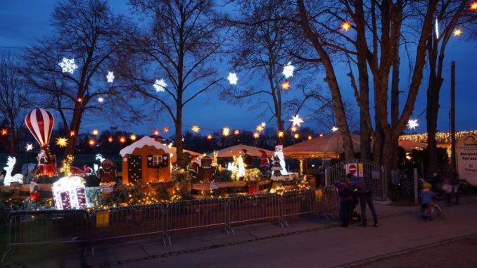 Der Fährgarten Johannstadt erstrahlt im weihnachtlichen Glanz. Foto: Joachim Rödiger