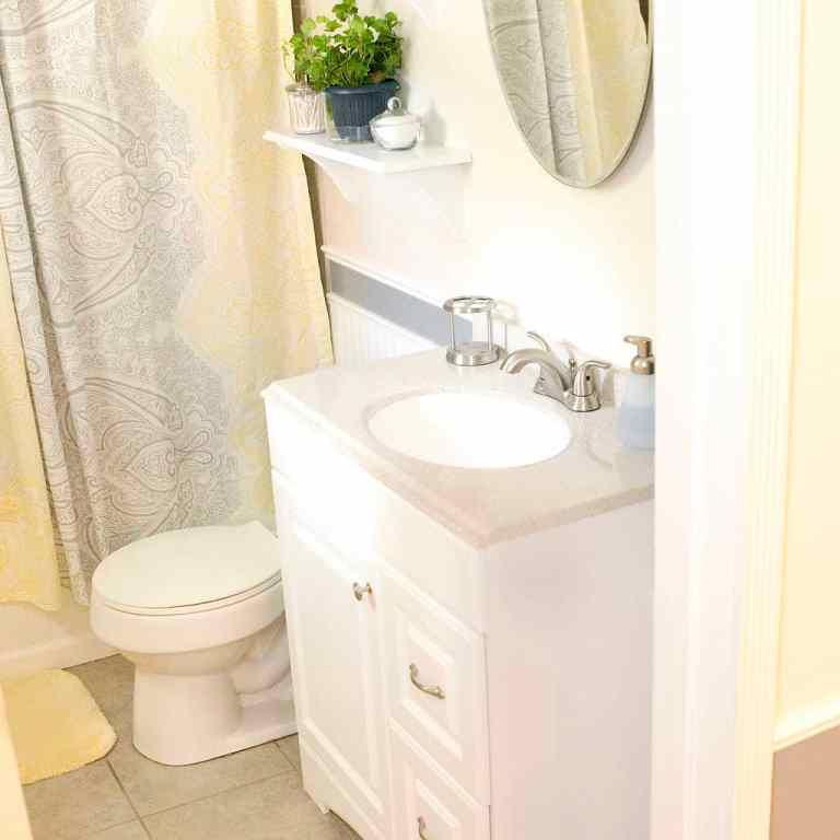 Dawson Retreats near Missouri star quilt co hotel cottage bathroom