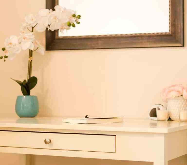 Dawson Retreats near Missouri star quilt co hotel villa desk
