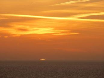 Et rum af lys - og lysbrydning ved havoverfladen ses tydeligt
