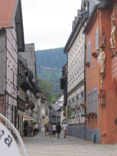Street-view i Goslar - bjerg i baggrunden