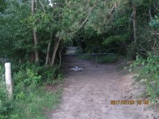 Kloakering - beboet område, der må være en vej tilbage til parkeringspladsen lidt længere fremme