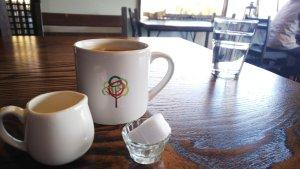 cafe &deli mogu カップのオリジナルロゴ