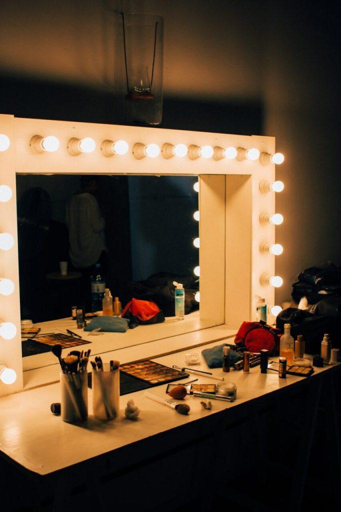 tips bisnis jasa makeup artist - stage