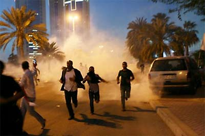 Bahrain, troops fire on citizens