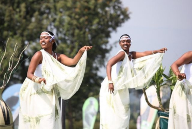 dancing-rwandan-ladies