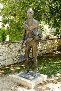 Vincent-Van-Gogh-statue