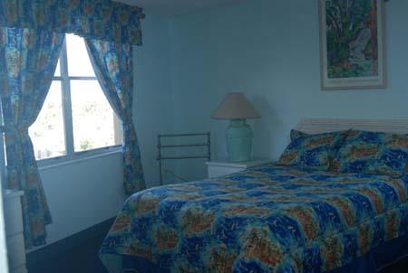 Hawaiian Inn Resort - Oceanfront Bedroom