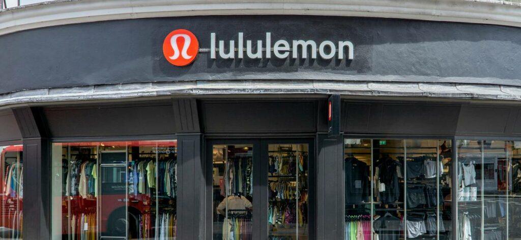 Акции торговой компании Lululemon akcii retejlera lululemon vyrosli na 14 posle kvartalnogo otcheta 1034815 scaled Акции торговой компании Lululemon (NASDAQ:LULU)(Производитель спортивной одежды) выросли на 14% процентов после квартального отчета 9