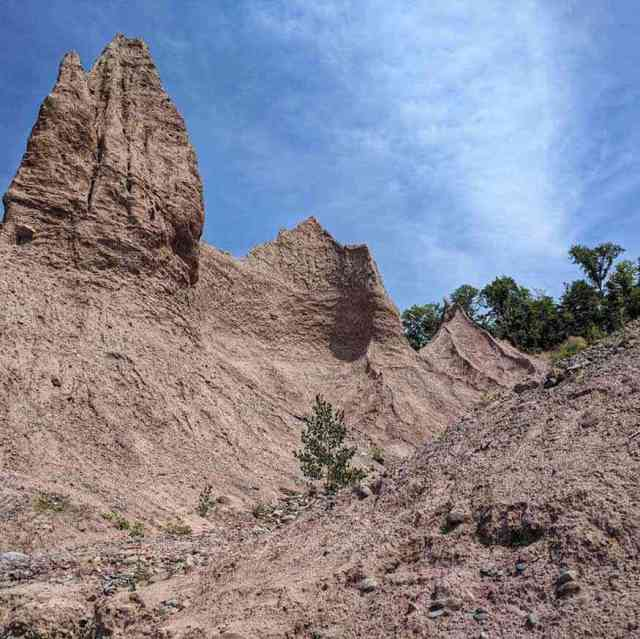 Things to do around Rochester NY: Chimney Bluffs State Park