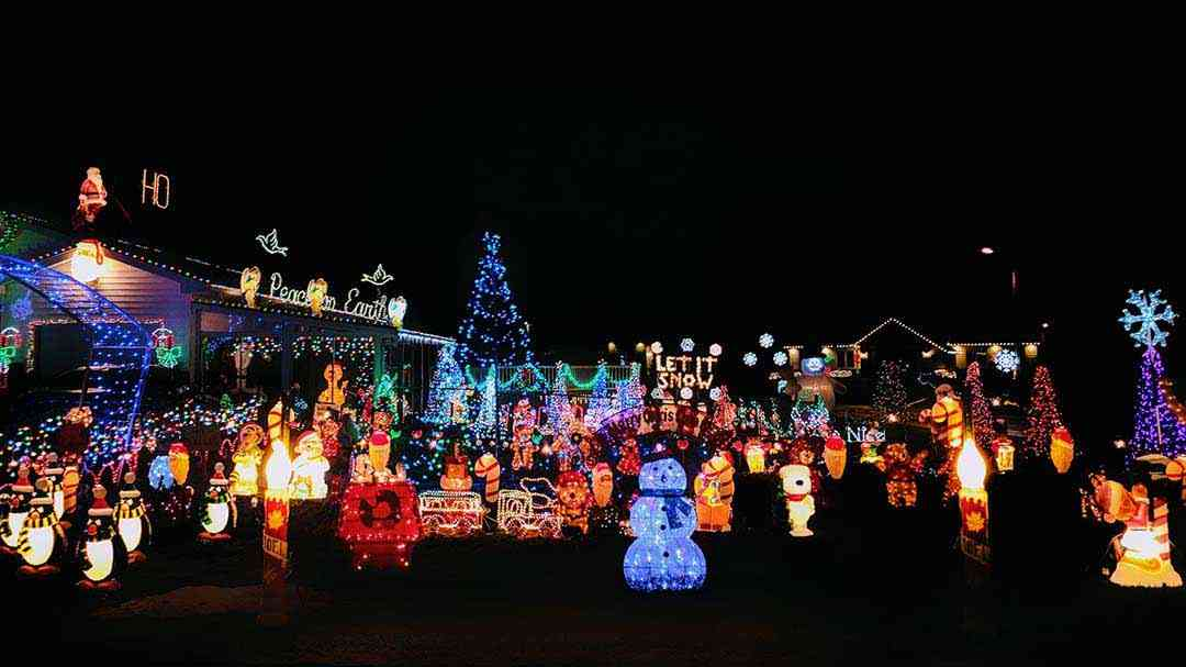 Holiday Lights: 10 Rochester-Area Neighbors with Extraordinary Displays