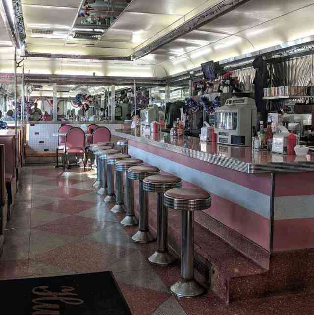 Dining-car Diners: Hunter Dinerant