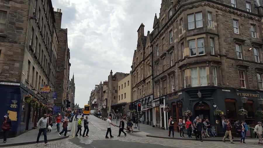 Royal Mile Shopping & Cafes