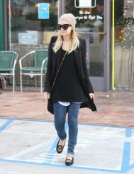 91143_Preppie_Nicole_Richie_at_a_salon_in_West_Hollywood_10_122_237lo