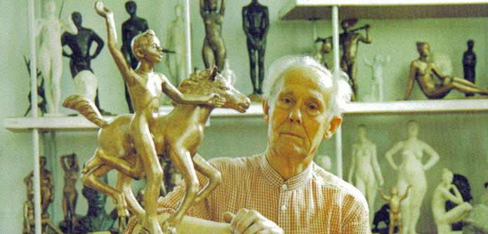 """Иоганнес Зоммер со скульпторой """"Моё детство""""."""