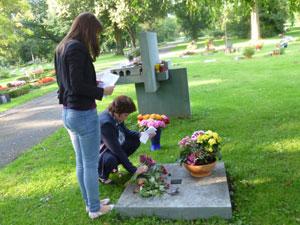 Траурный митинг в память жертв политических репрессий на кладбище г. Лемго (Германия)