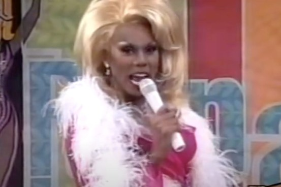 Watch RuPaul play the grinch in this 1997 high camp Christmas special