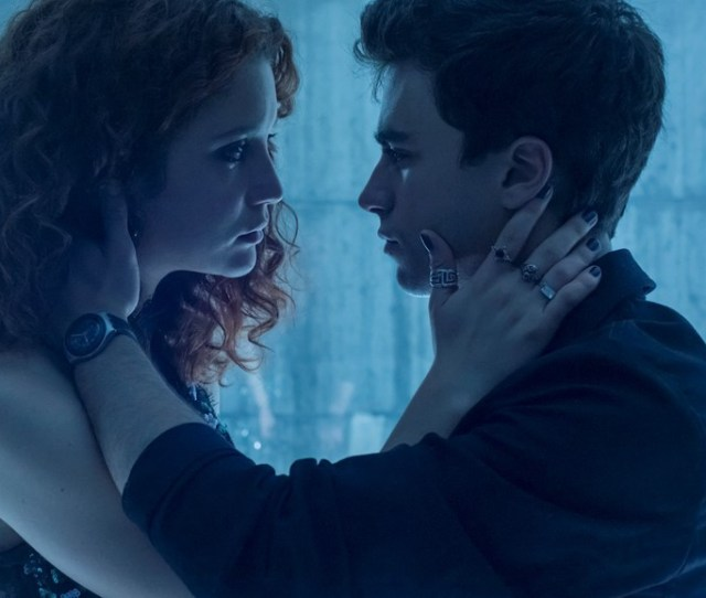 Why You Need To Watch Elite Netflixs Sexy Spanish Teen Thriller