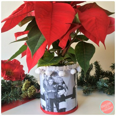 Use a tin can to make a Christmas photo flower vase for easy gift giving and Christmas home decor