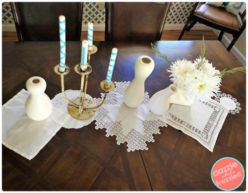 Set your dining table with no sew 10-minute vintage linens and antique napkins table runner.