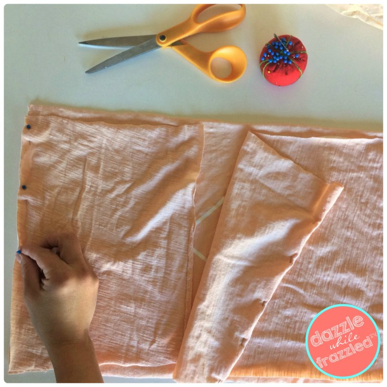Tutorial for sewing an envelope pillow from an old t-shirt.