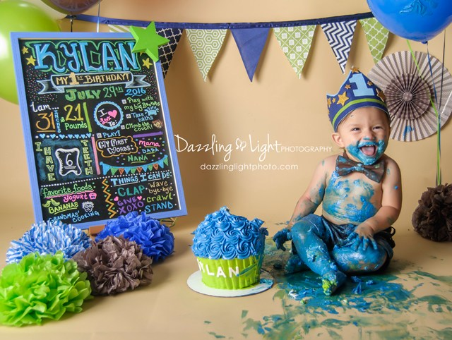 Cake Smashes – 5 Reasons To Have Them! | Dazzling Light Photography | Round Rock, TX