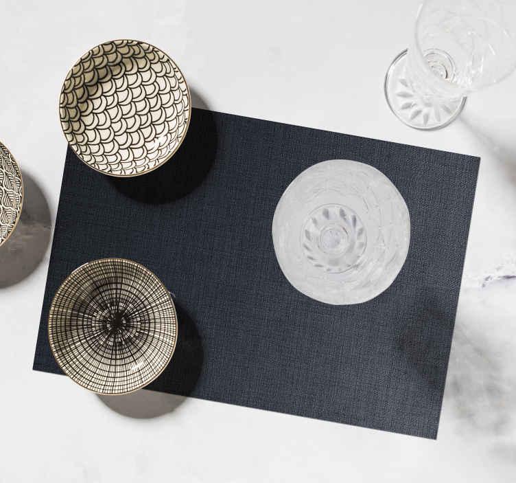 set de table noir avec fines lignes