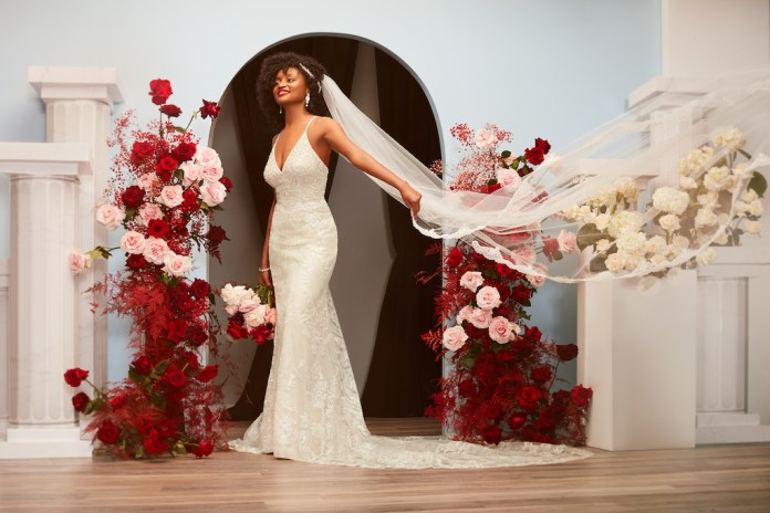 Bride is wearing an autumn wedding dress 2021 with a long train