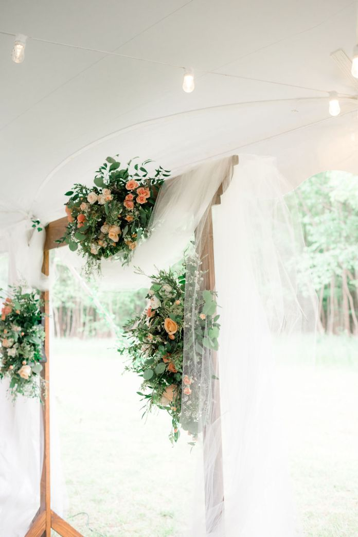 Ceremonial arch with flowers for a dreamy spring wedding