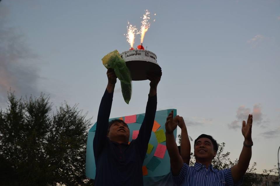 Fr.-simon-holding-cake