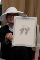 Arillyn Moran-Lawrence demonstrated graphite. Photo: Linda Carpenter, © 2016, all rights reserved.