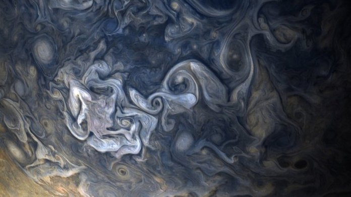 the-planets-atmosphere-is-a-turbulent-mess-of-hydrogen-and-helium-gases