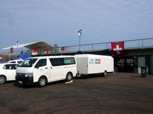 Fahrzeug mit Anhänger, und wir hatten die Box mit der grössten (und einzigen quadratischen) Flagge.