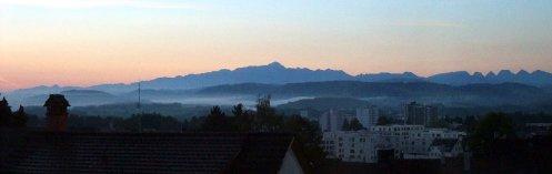 Hm, da hätte ich dem Sonnenaufgang noch eine Weile zuschauen können, musste aber zur Arbeit.