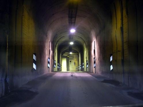 Sieht aus wie'n Luftschutzbunker, ist aber ein einspuriger Tunnel.