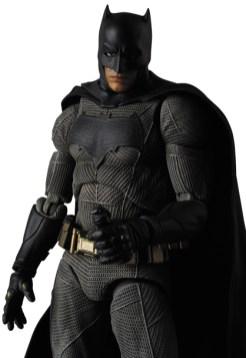 MAFEX-BvS-Batman-005