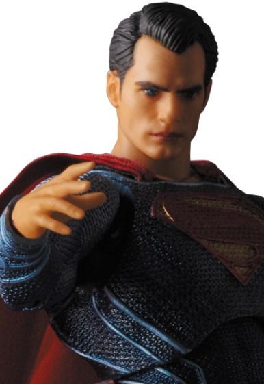 MAFEX-BvS-Superman-007