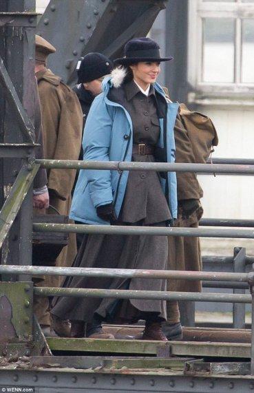 Wonder_Woman_River_Thames_12
